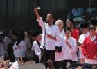 Incar 76% Suara di Cirebon, Jokowi Pamer Tiga Kartu Sakti