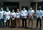Datangi TPS, Pradi dan Keluarga Kenakan Baju Putih