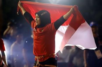 Wanita Pemecah Rekor Dunia Panjat Tebing