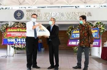 Alumni Genksi IPB Baksos Sembako dan Masker